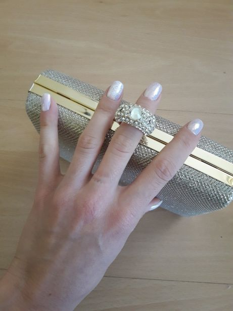 Nowa kopertówka puzderko złota z sygnetem pierścionkiem zatrzask