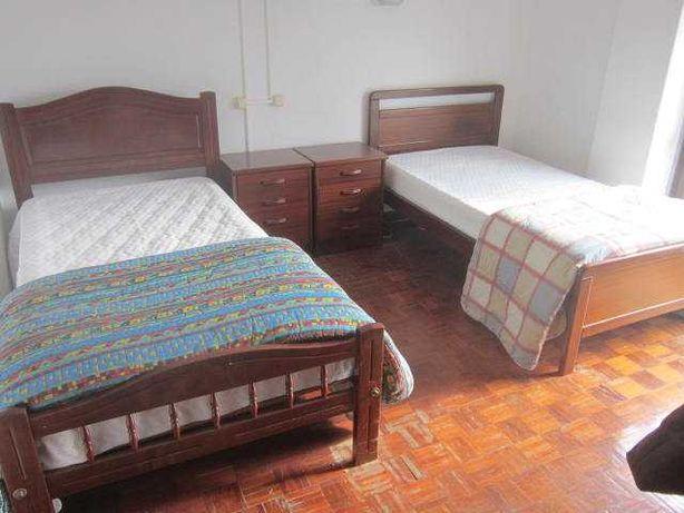 cama de solteiro colchao mesa de cabeceira e edredom (com entrega)