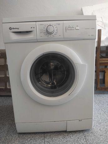 Maq. Lavar Roupa Balay 6kg com Avaria