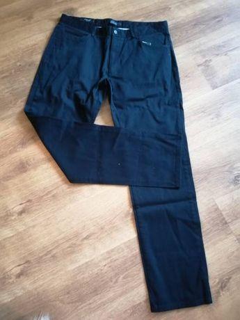 NOWE męskie spodnie bawełniane z delikatną fakturką w kolorze granatu.