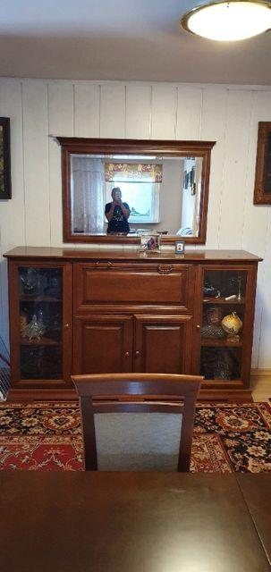 Stylowa komoda drewniana z lustrem