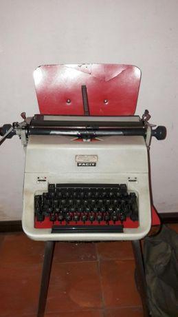 Máquina de escrever FACIT