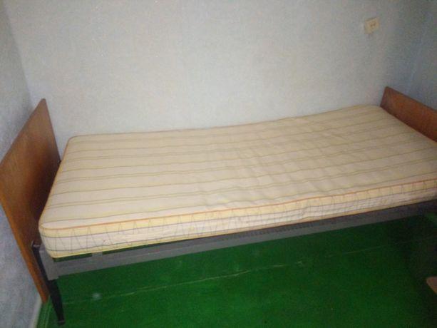 Продам кровать полуторку