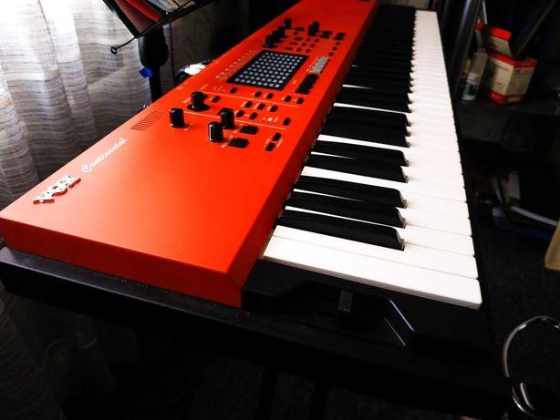 Продам профессиональный новый синтезатор Vox continental 73