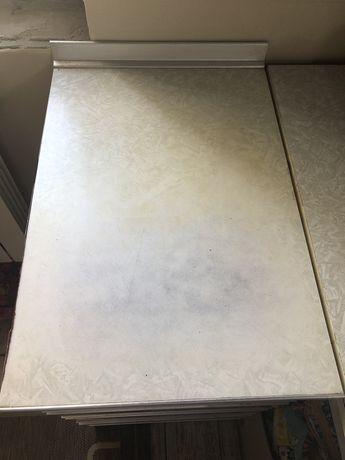 Кухня  -нижние шкафы,мойка,стол,плита