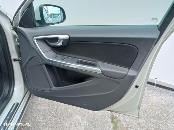Quartela Frente Direita Volvo V60 I (155, 157)