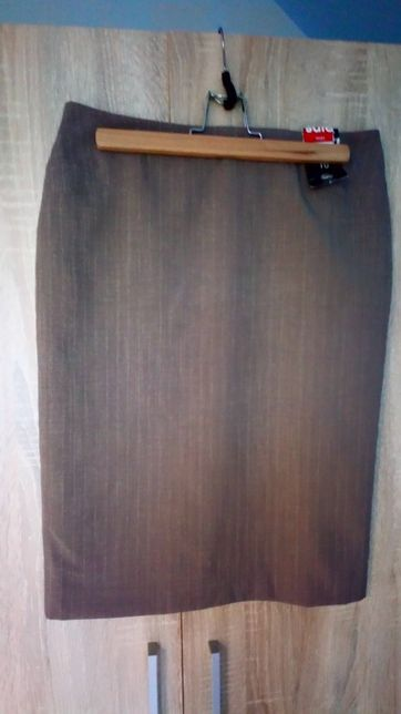 Ołówkowa spódnica George rozmiar M