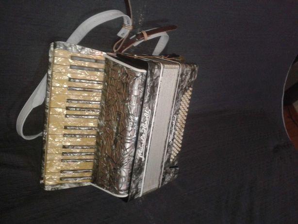 Akordeon 80 basów niemiecki Mainel & Herold głosy Dix, strojony, ładny