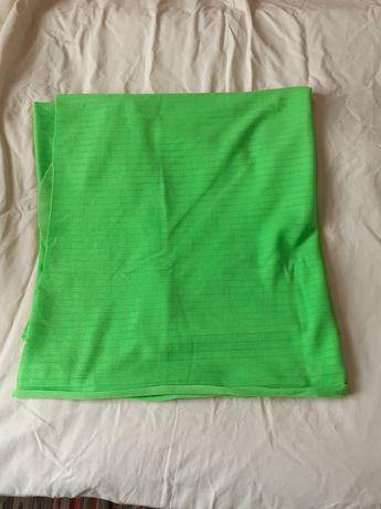 Отрез ткани зеленого цвета.
