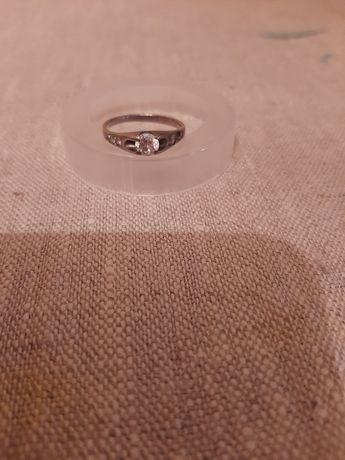 Серебряные украшения.