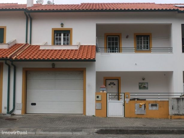 Moradia T3 geminada a 2 minutos do centro da Vila de Viei...