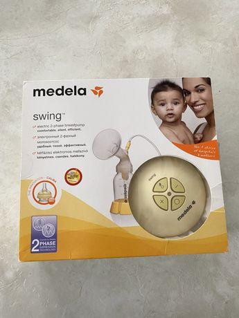 Молокоотсос Medela Swing + накладки на соски Medela