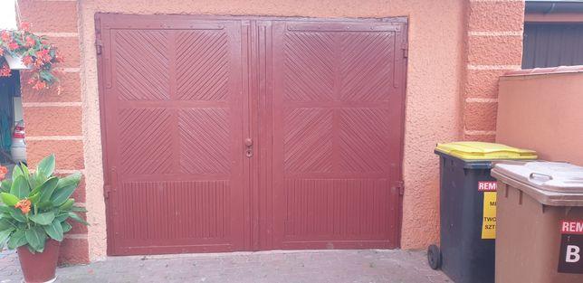 Drewniana brama garażowa 2,60 x 2,10