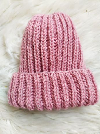 Вязанная шапочка ручной работы ( розовая)