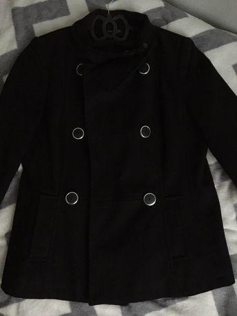 Czarny plaszcz