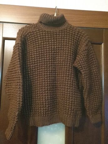 Теплый вязаный свитер (новый)