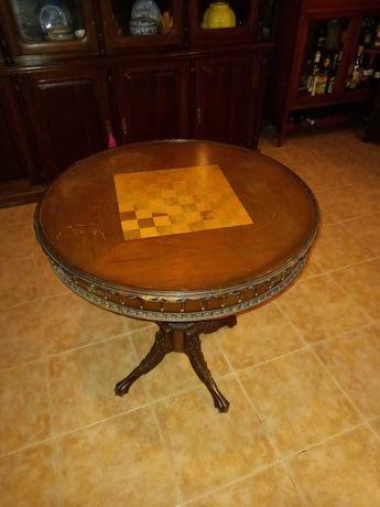 Mesa de jogo em madeira