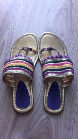 Kolorowe klapki Bata - rozmiar 39