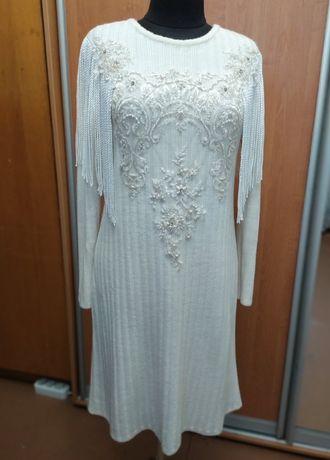 Трендовое платье с бахромой