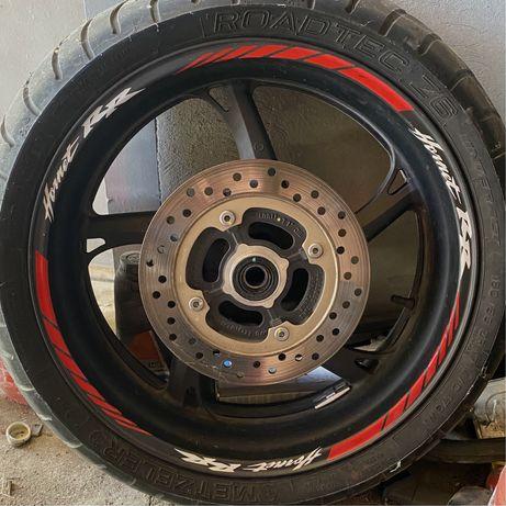 Заднее колесо Honda Hornet . Тормозной диск , верхняя траверса