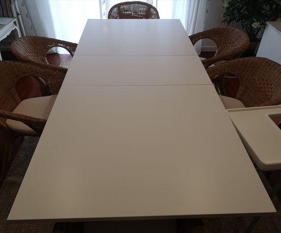 Mesa de jantar extensível branca