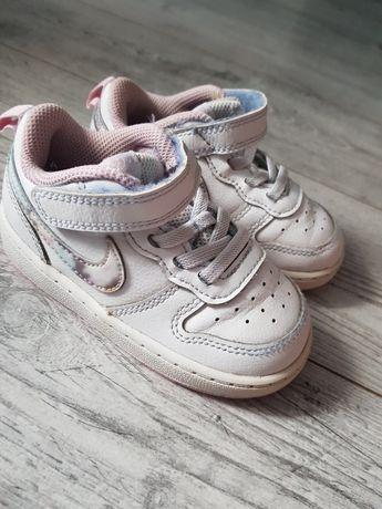 Dziecięce buty Nike, rozmiar 23,5.