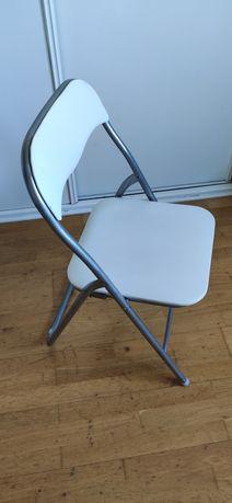 Cadeira metal c/ estofos brancos