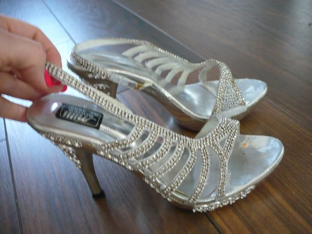 Sandałki bogato zdobione 38