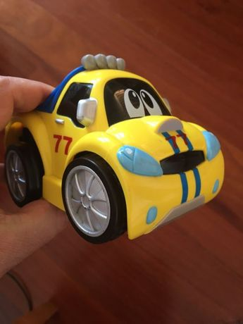 carro eléctrico da chicco, pressionas n vezes e avança n distancias