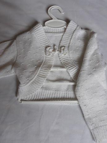 Biały sweterek dziewczęcy wiązany