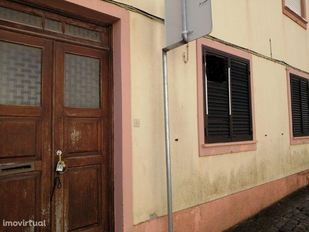 Apartamento T1 bem localizado em zona calma em Santa Luzia