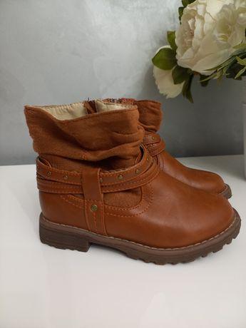 Продаю чобітки для дівчинки 27р
