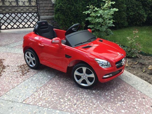 Продам дитячий електроавтомобіль з пультом