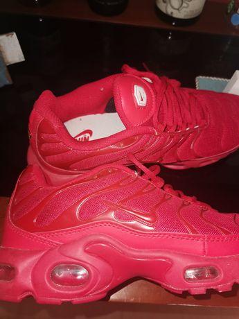 Tenis Nike vermelho 43