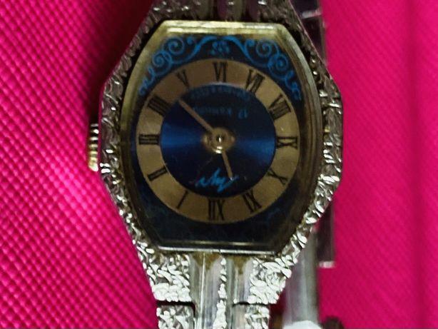 Часы наручные механические женские СССР