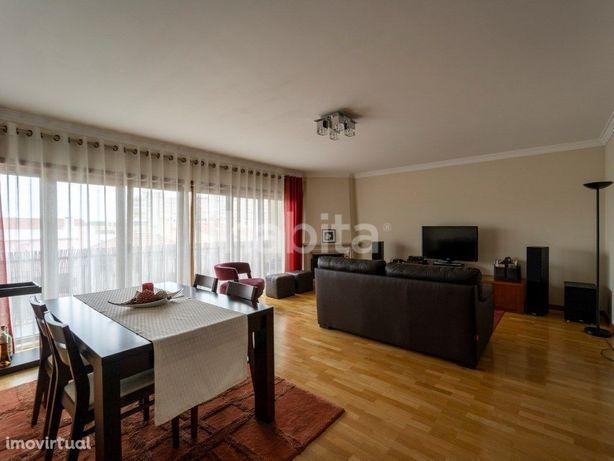 Apartamento T2 com Varanda, Garagem e Arrecadação - Carna...