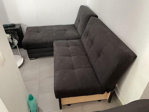 Sofá cama com chaise lounge e arrumacao