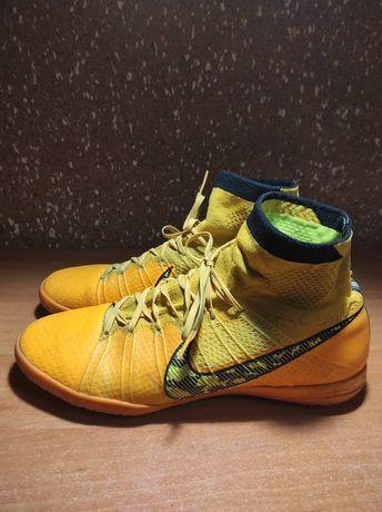 Бутсы футзалки Nike
