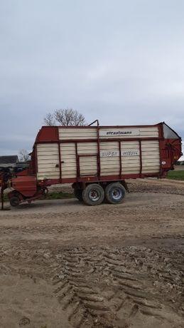Przyczepa samozbierająca STRAUTMANN do sianokiszonki, kukurydzy