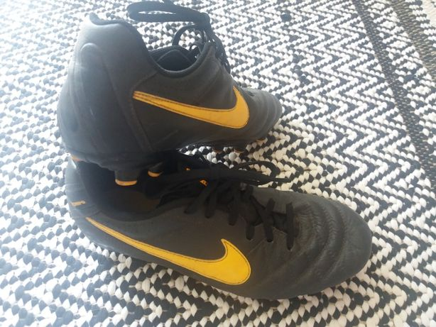 Nike tiempo -korki.skóra uk4.5,eur 37.5,dl23.5cm
