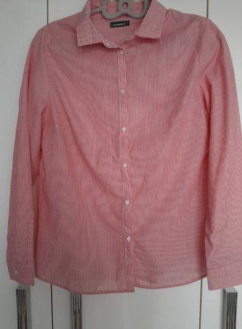 Czerwona koszula w paski