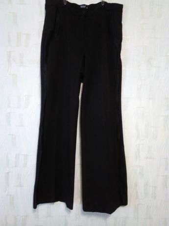 Женские брюки черного цвета, разм. 54