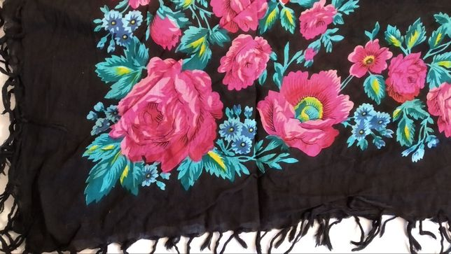 красивый платок женский с большими розами , цветами