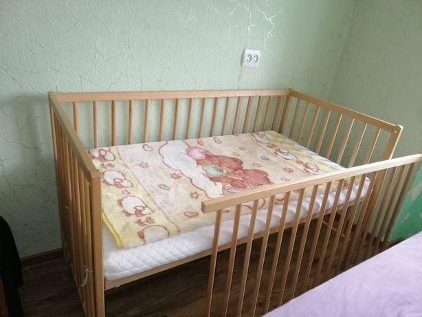 Дитяче ліжечко з матрацом та одіялком