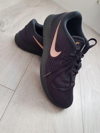 Кроссовки Nike 37