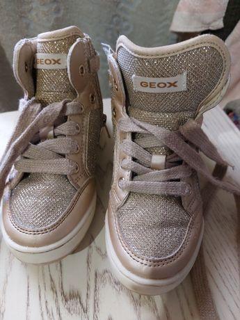 Фирменные ,качественные ботиночки