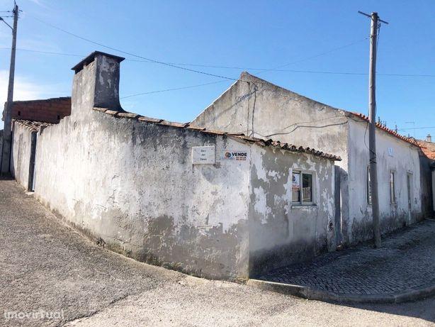 Casa antiga no centro da Aldeia do Vau, Óbidos