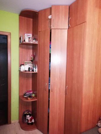 Продам большой и высокий угловой шкаф бу в нормальном состоянии