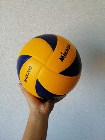 Mikasa Bola Volleyball MVA200 - Official Game Ball