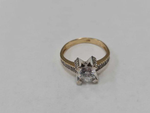 Klasyczny złoty pierścionek damski/ 585/ 3.93 gram/ R17/ Cyrkonie